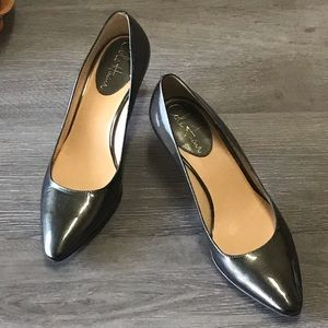 Cole Haan olive shimmer patent leather pump